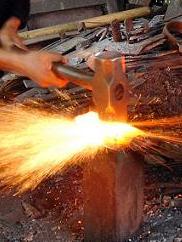 proses menempa besi